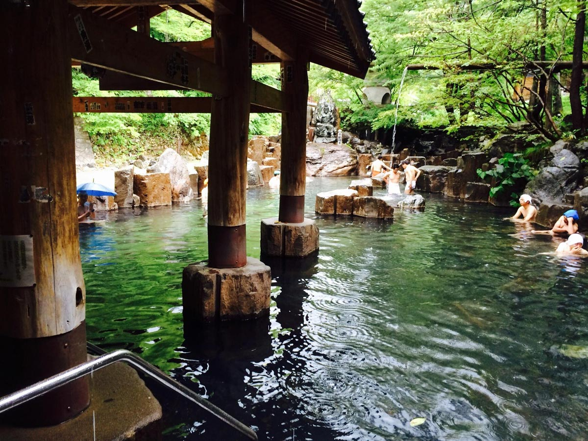 Onsen Etiquette – The Dos and Don'ts in Japanese Public Baths (Infographic)