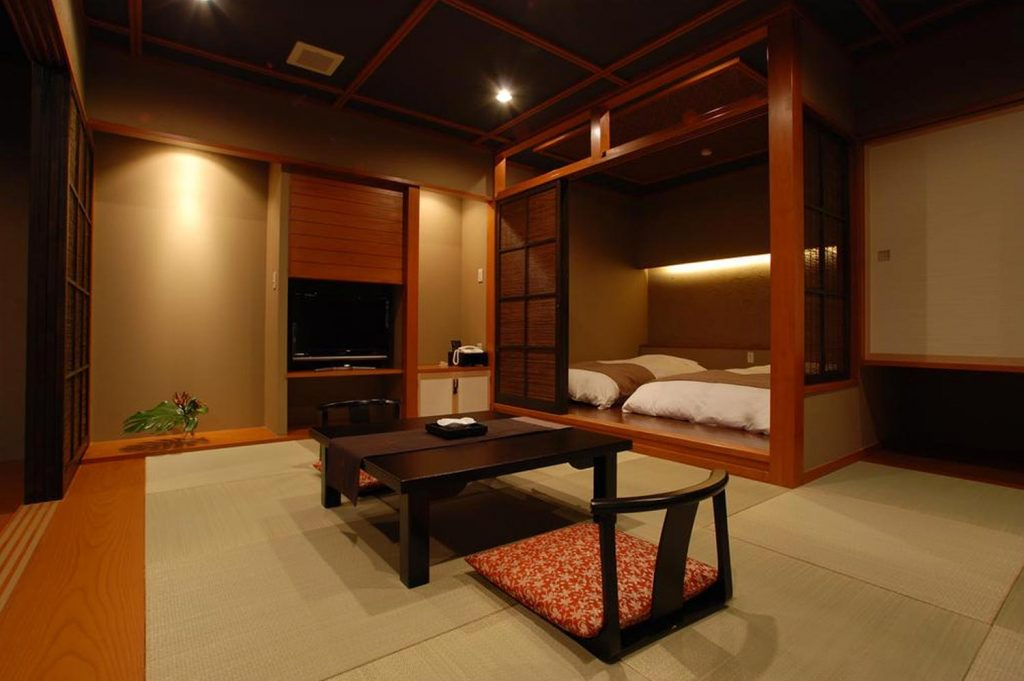 What is a Ryokan Rakuyu Fuji