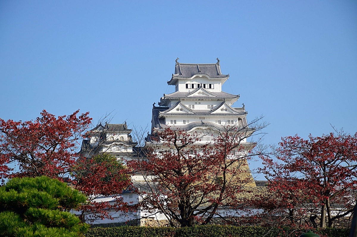 Himeji Castle – Visit the Beautiful White Heron Castle
