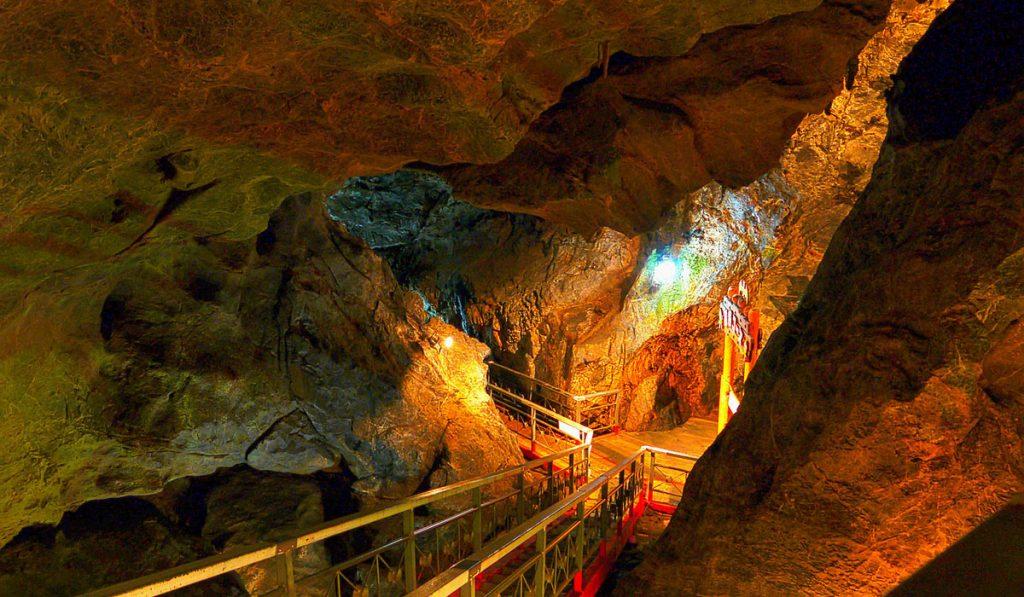 kumamoto travel Kyusendo Caves