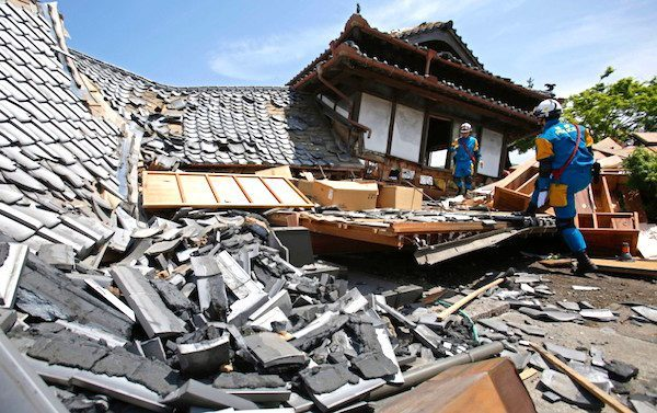 What To Do in Case of an Earthquake in Japan? (infographic)