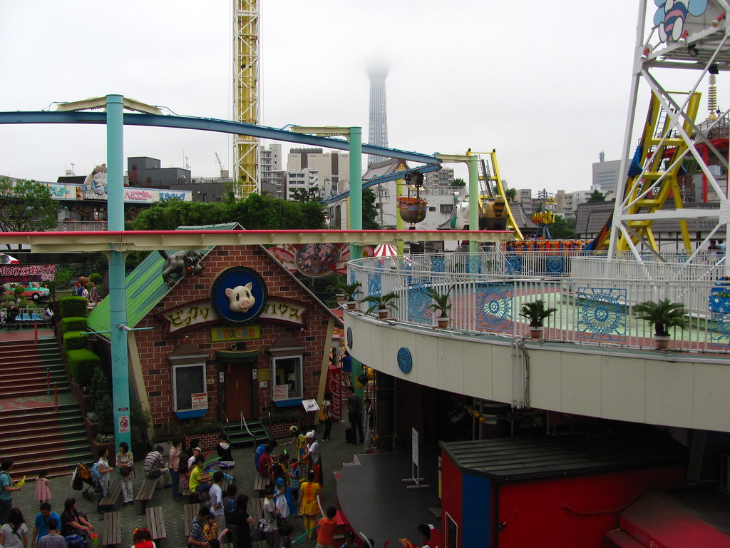 things to do tokyo with kids - Hanayashiki Amusement Park