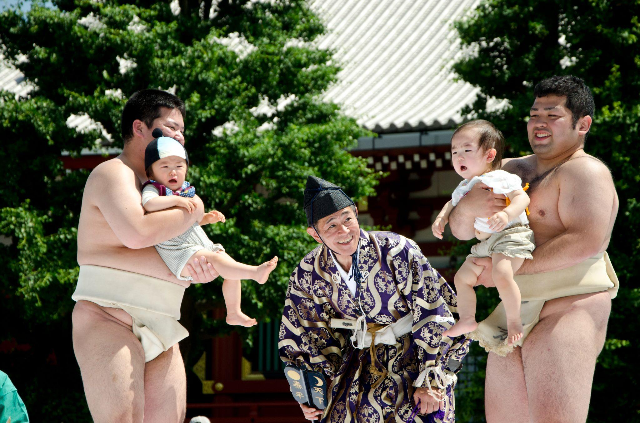 5 Bizarre Japanese Urban Legends and Traditions